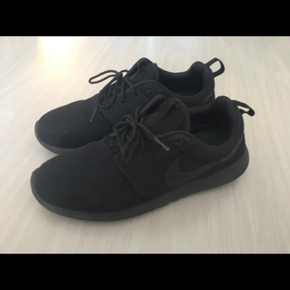 detailed look ed442 4ce9f Nike Roshe One All Black Men's Size 10.5